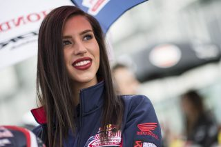 R11_Magny Cours_WorldSBK_2017_Race 2_Grid Girl_GB45645