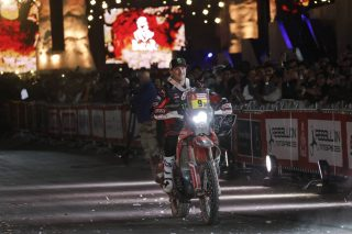 dak20_meht_podium_10644_rallyzone-lowres